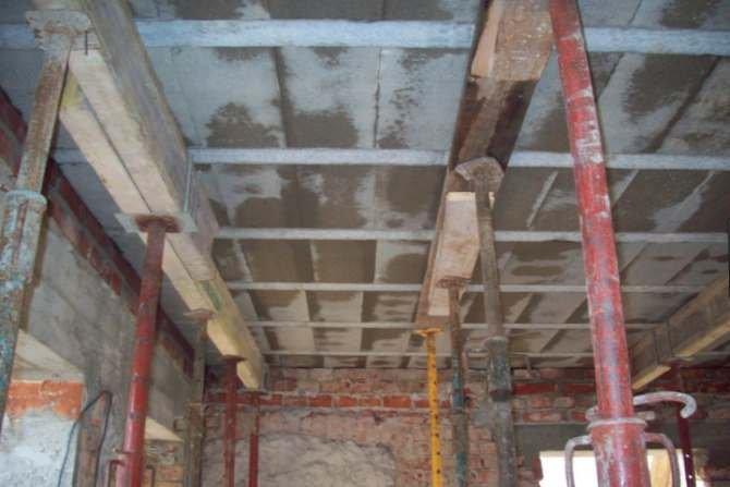 Analiza rozwiązań konstrukcyjno-materiałowych złączy stropów w budynkach - studium przypadku