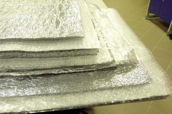 Badania izolacyjnych wyrobów refleksyjnych oraz ich zastosowanie w przegrodach budowlanych