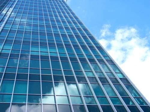 Wpływ przegród przezroczystych w budynku ogrzewanym i chłodzonym na jakość energetyczną
