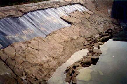 Awarie i uszkodzenia konstrukcji z wbudowanymi geosyntetykami w aspekcie błędów projektowych i wykonawczych