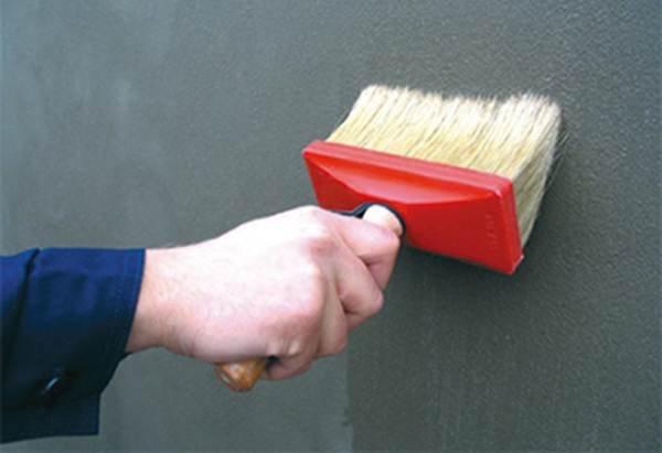 Gładkie ściany i sufity, czyli jak aplikować gładzie