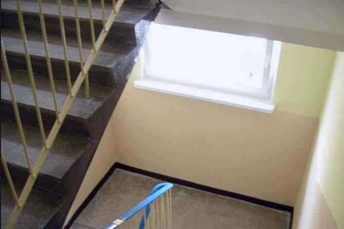 Wpływ wilgotności i temperatury powietrza na przegrodę wewnętrzną na klatkach schodowych