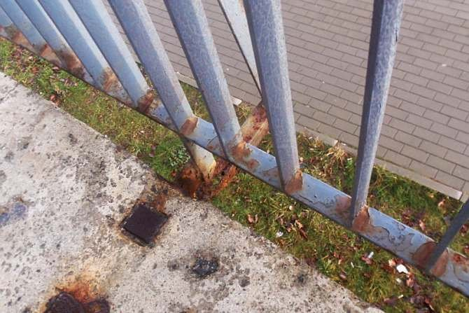 Ochrona przed korozją i trwałość elementów stalowych występujących w infrastrukturze miejskiej