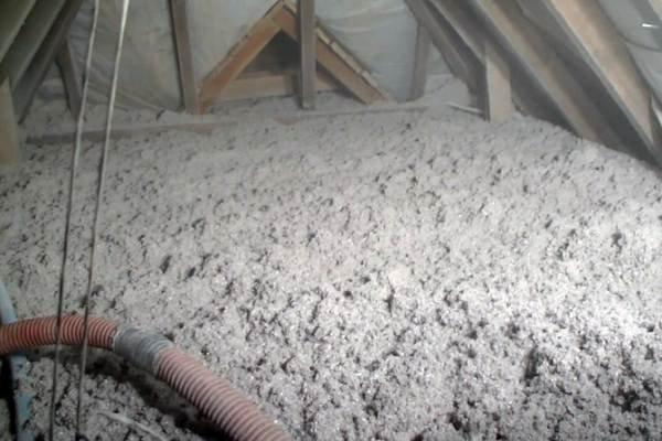 Ocieplanie poddasza celulozą Isocell for you - ekologicznym materiałem izolacyjnym