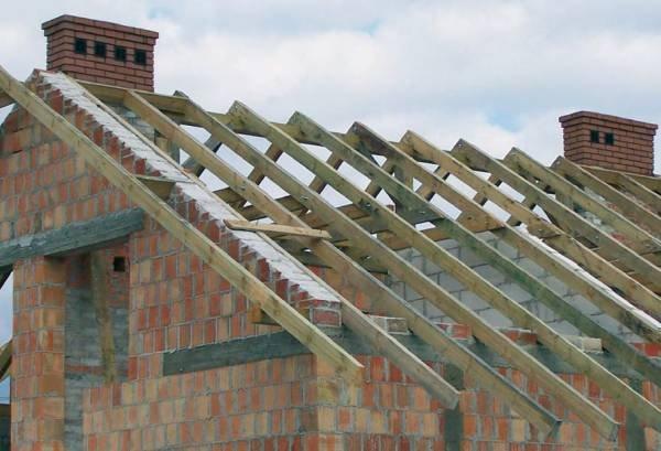 Jak ograniczać przewiewy w dachach?