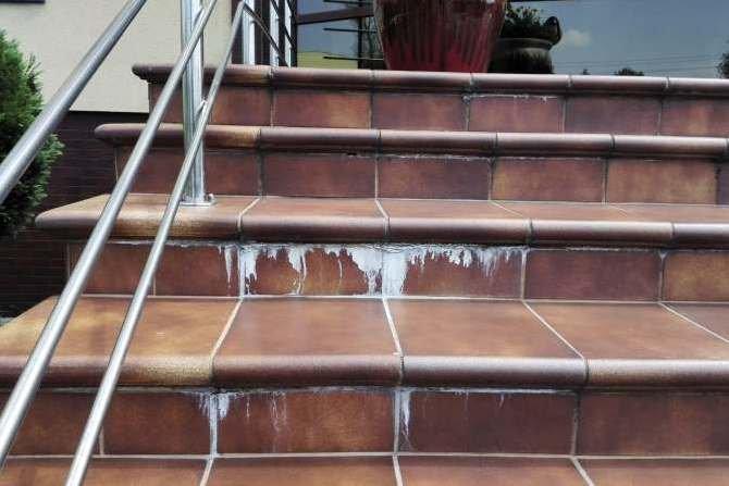 Przyczyny uszkodzeń okładzin ceramicznych oraz metody zapobiegania