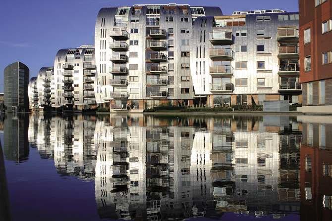 Stal nierdzewna w kształtowaniu fasad budynków miejskich