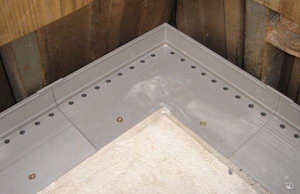 Balkony i tarasy - uszczelnienie drenażowe a podpłytkowe