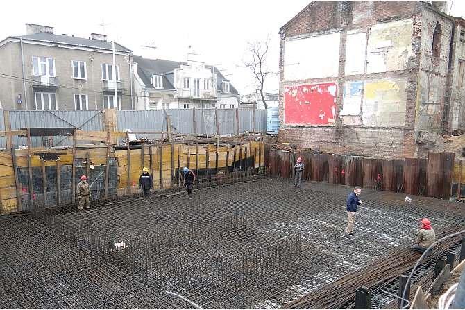 Zarysowania skurczowe płyt fundamentowych i ścian w budynkach mieszkalnych z garażami podziemnymi
