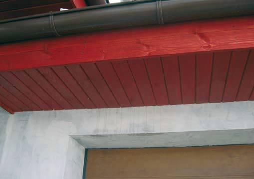 Jak ocenić poziom zawilgocenia dachu?