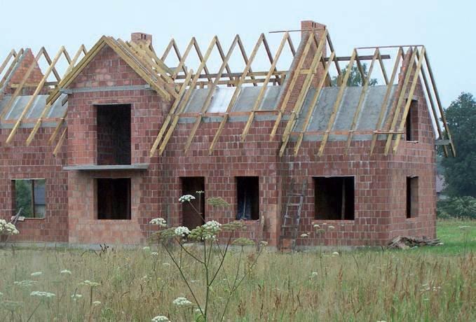 Konsekwencje zmian materiałowo-konstrukcyjnych dokonanych na etapie budowy dachu