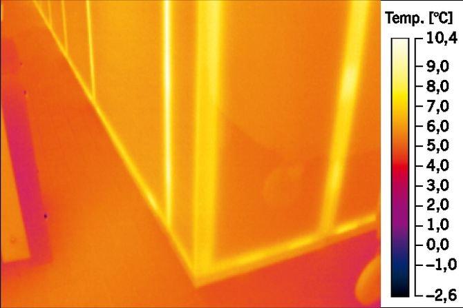 Analiza termiczna przegrody ściennej z wbudowanymi elementami imitującymi mostki cieplne
