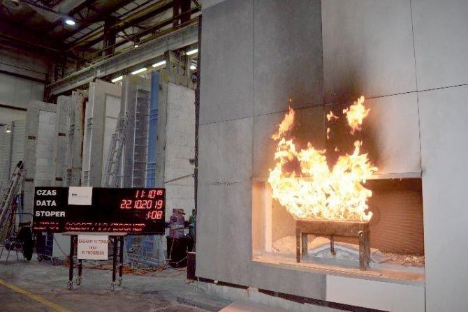 Elewacja wentylowana podczas oddziaływania pożarem