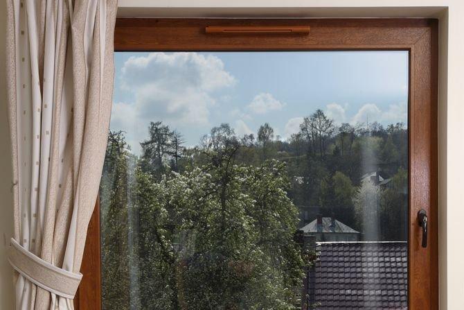 Ochrona przed hałasem w budynkach - izolacyjność akustyczna przegrody zewnętrznej