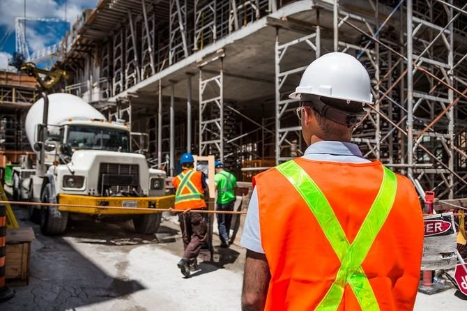 Prace budowlane trwają, w branży umiarkowany optymizm