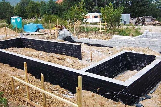Sposoby uszczelnień i metody renowacji zawilgoconych ścian piwnic