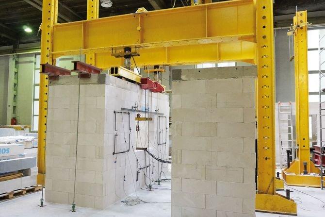 Zabezpieczenie konstrukcji murowych przed zarysowaniem przez zbrojenie spoin wspornych