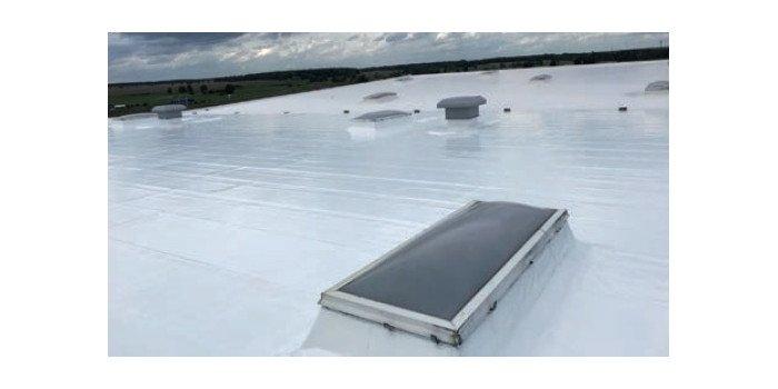 Chłodny dach, czyli skuteczna renowacja pokryć dachowych