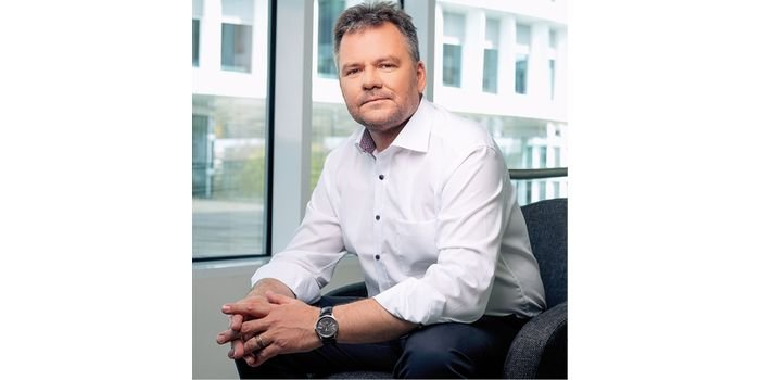 Krzysztof Pogan: Stawiam na żywicePMMA