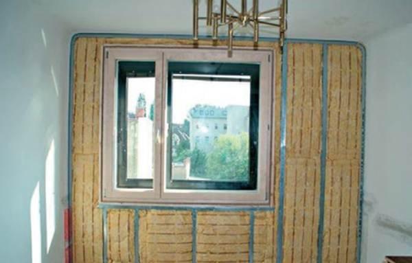 Fot. 1. Ocieplenie ściany zewnętrznej wełną mineralną   Thermal insulation of external bulkheads from the inside – materials, technologies and design Isover