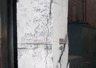 Przykładowe zniszczenia słupów żelbetowych z betonu geopolimerowego / Geopolymers in construction M.D.J. Sumajouw, B.V. Rangan