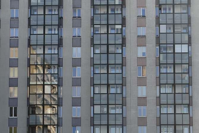 W artykule podjęto dyskusję dotyczącą analizy parametrów technicznych innowacyjnych rozwiązań materiałowych izolacji termicznych oraz określenia ich wpływu na parametry fizykalne obudowy budynków poddawanych modernizacji. J. Sawicki