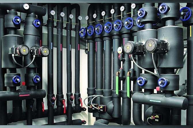 Informacje dotyczace rodzaju materiału, z jakiego należy wykonać izolację, dane o grubości izolacji zastosowanej w projekcie oraz wytyczne dotyczące montażu izolacji powinna zawierać dokumentacja techniczna instalacji. Kaimann