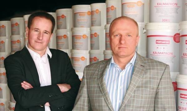 Na zdjęciu od lewej: Grzegorz Długokęcki - prezes zarządu PIW Drycon, oraz Dobromir Kułakowski - prezes zarządu Kalmatron EU PIW Drycon