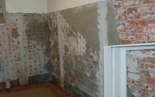 Ściana przygotowana do iniekcji żelami akrylowymi | Recreation of vertical and horizontal insulation during renovation of monumental buildings Archiwum autora