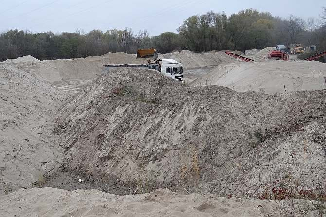Składowisko piasku rzecznego wydobywanego z Wisły, piaskarnia w Warszawie (PPH SA Piaskarz) J. Sawicki