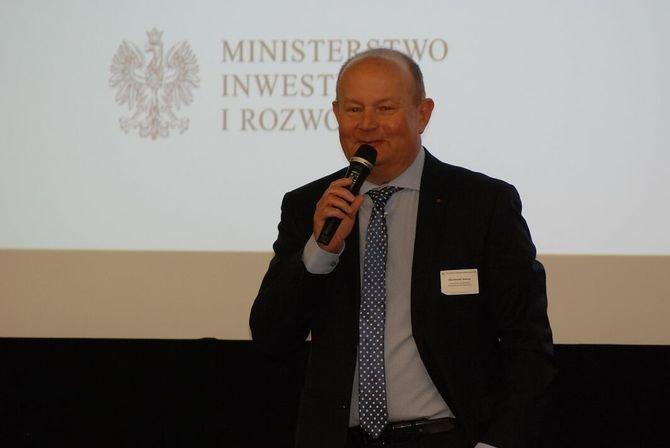 Andrzej Wiszniewski (NAPE) omówił raport dotyczący rynku budownictwa mieszkaniowego w Polsce, opracowany w ramach programu Building Market Briefs.
