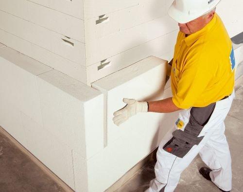 Fot. 2. Ściany zewnętrzne ociepla się płytami Multipor ETICS w taki sam sposób jak styropianem czy wełną mineralną (fot. Xella Polska).