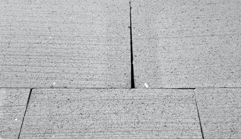 FOT. 2. Efekt skurczu płyt styropianowych; fot. K. Pawłowski