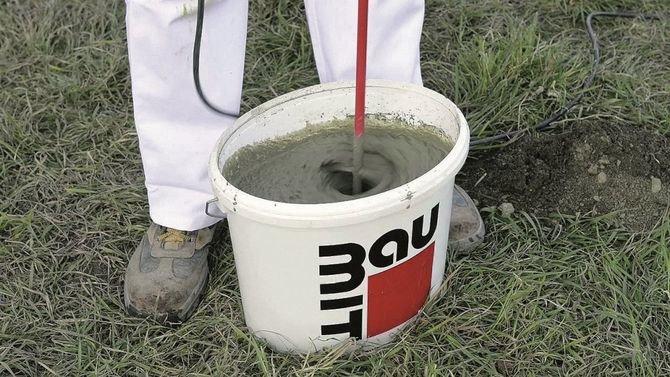 Zawartość worka wymieszać z wodą do uzyskania jednorodnej mieszanki.
