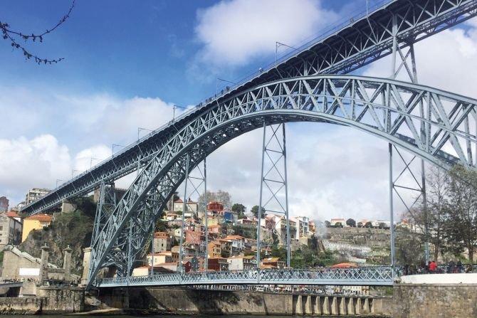 Przykład obiektu poddanemu cynkowaniu ogniowemu - most Ludwika I w Porto PTC