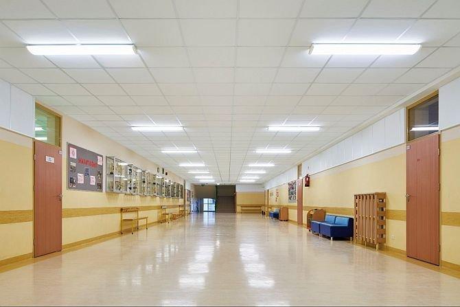 FOT. Korytarz szkolny w Szkole Podstawowej nr 340 w Warszawie po modernizacji fot.: B. Makowski