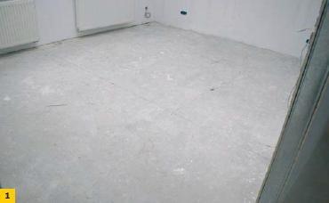 Fot. 1. Podkład podłogowy uszkodzony w wyniku przeniesienia spękań podłoża