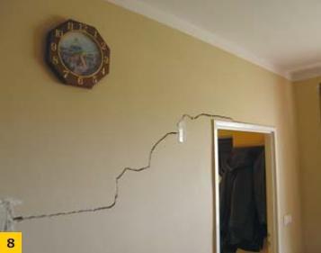 Fot. 8. Uszkodzenia ścian działowych