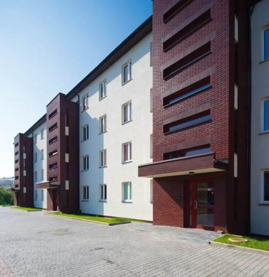 Fot. 3. Elewacje z wstawkami z okładzin z klinkieru poprawiają efekt wizualny budynku.