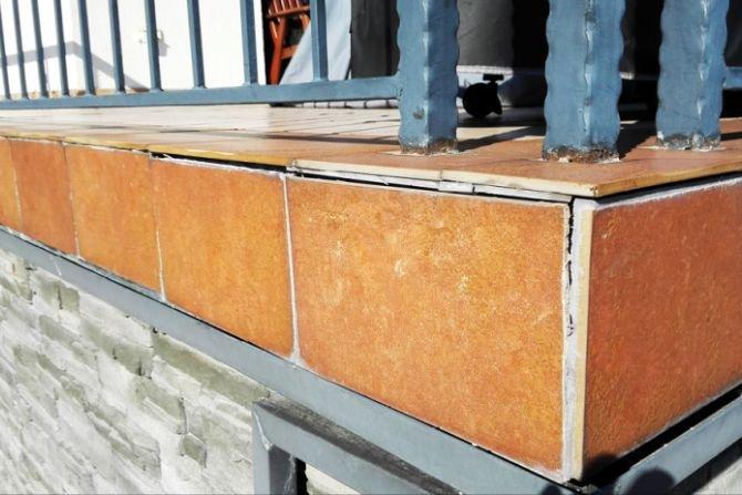 Poznaj metody naprawy uszkodzeń okapu na tarasach i balkonach Fot.: M. Rokiel