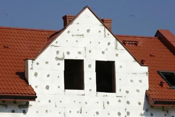 Termomodernizacja to zbiór zabiegów mających na celu wyeliminowanie lub znaczne ograniczenie strat ciepła w istniejącym budynku. Knauf