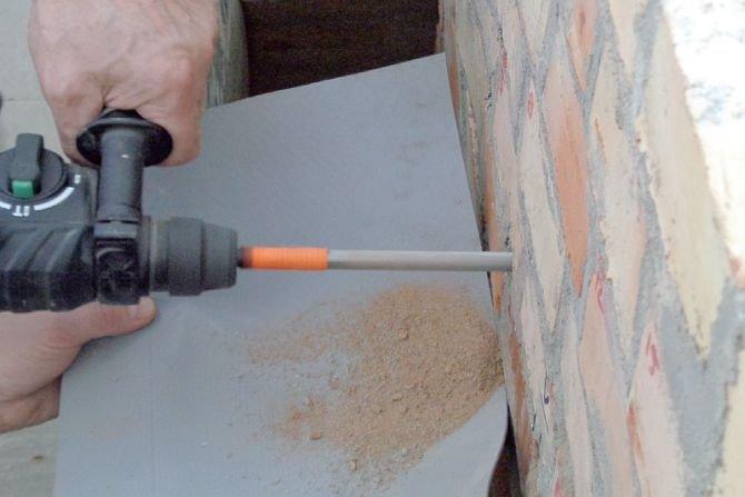 Jak odtwarzać hydroizolację poziomą muru? Fot. B. Monczyński