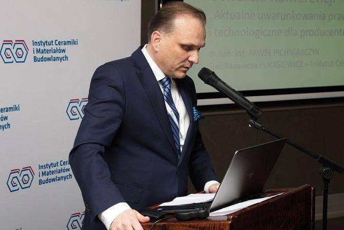 Konferencję otworzył dr hab. inż. Paweł Pichniarczyk, dyrektor ŁUKASIEWICZ - ICiMB Fot. JG