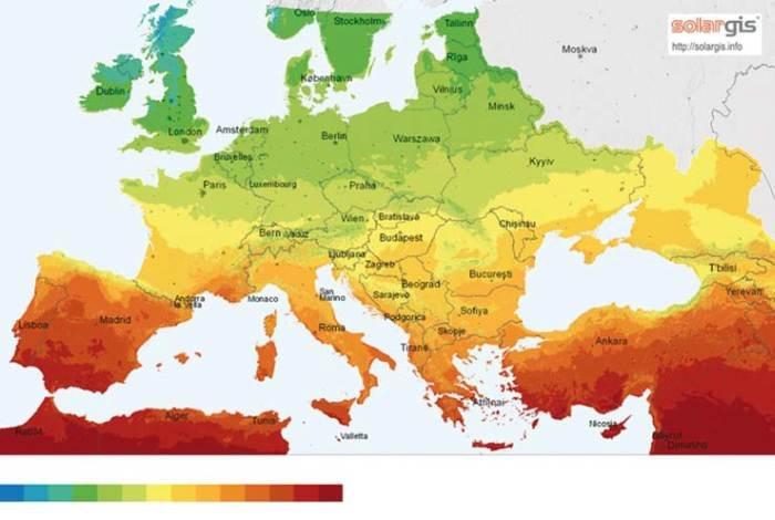 Rys. Natężenie promieniowania słonecznego w Europie