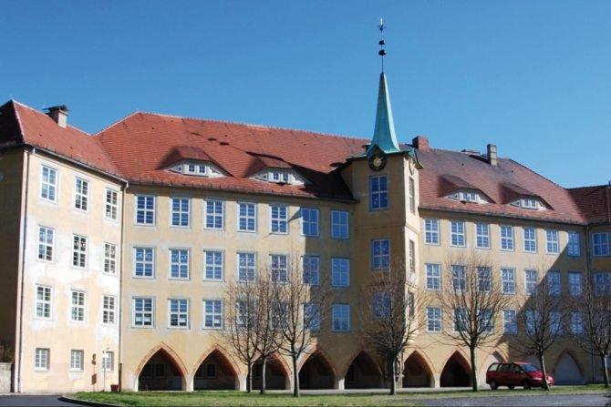 Widok elewacji frontowej budynku w Olbersdorf www.enob.info