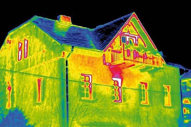 Zmiany wymaganej izolacyjności cieplnej przegród i ich wpływ na wskaźnik zapotrzebowania na energię użytkową budynku Fot. InfraTec