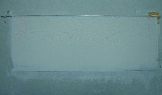 Fot. 1. Klin typu 1 dla mas szpachlowych 1–3 z naniesioną masą przed oznaczeniem braku spękań