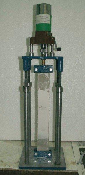 Fot. 4. Przykład oznaczenia wytrzymałości złącza płyt metodą rozciągania