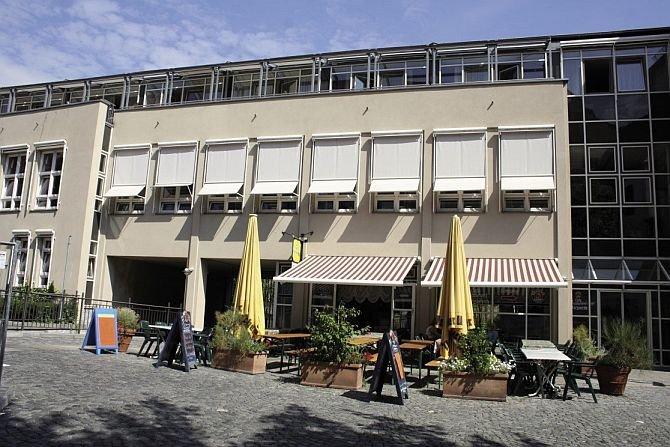 FOT. 6. Markizy oraz markizolety w budynku biurowo-usługowym (Monachium); fot. archiwum J. Żurawskiego