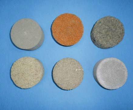 Fot. 7. Próbki materiałowe o strukturze porowatej poddane badaniom akustycznym